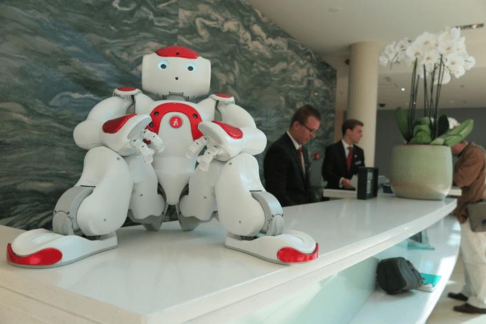 Un robot permettant d'accueillir les touristes dans plusieurs langues.